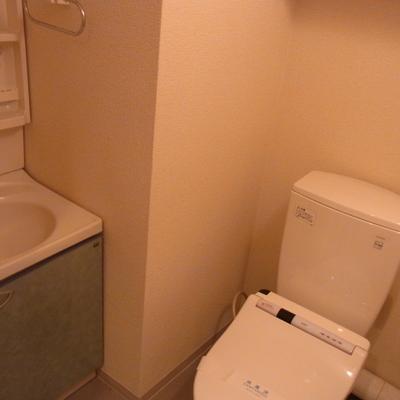 トイレの中に洗面台があります