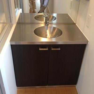 シンプルな洗面器。※写真は別部屋です。