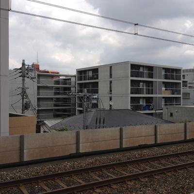 駅のホームから見えます