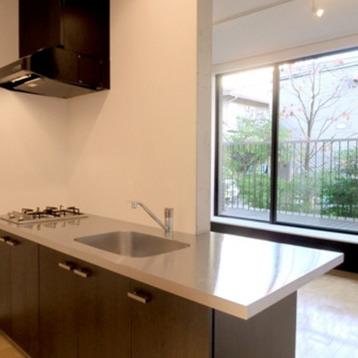 キッチン。作業スペースは充分。※写真は別部屋です。