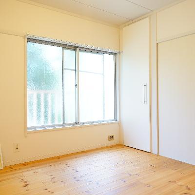4.5帖の寝室も大きな窓が!