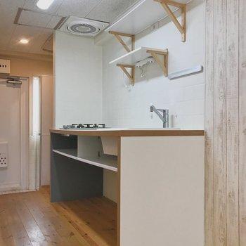 キッチンはシンプルですが大きくて使いやすそう