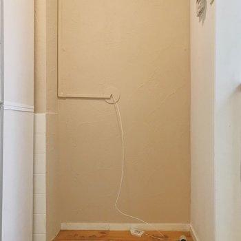 キッチン脇には洗濯機置き場