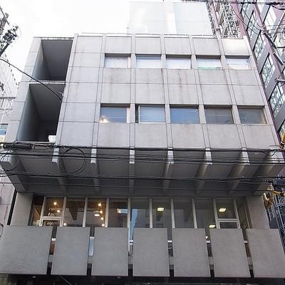 オフィスビルの様な外観