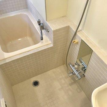 【上階】お風呂は縦に配置されています。※写真は前回募集時のものです