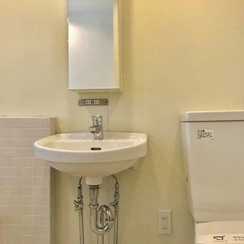 【上階】洗面台もややコンパクトです。※写真は前回募集時のものです