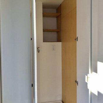 【上階】洗濯機置場は玄関横です。※写真は前回募集時のものです
