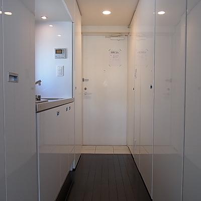 白の空間 収納いっぱいあります※写真は別部屋です。