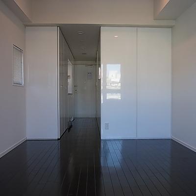 白と黒のコントラスト好きな人にはいいですね※写真は別部屋です