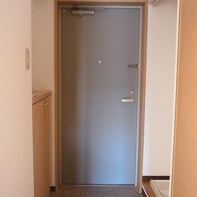 玄関は下駄箱あり