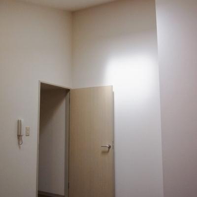 天井からの光