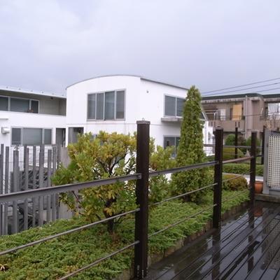 屋上にお庭があります