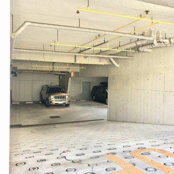 駐車場は地下にあります