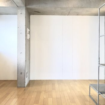 【DK】ダイニングテーブルはこちらの壁側かな