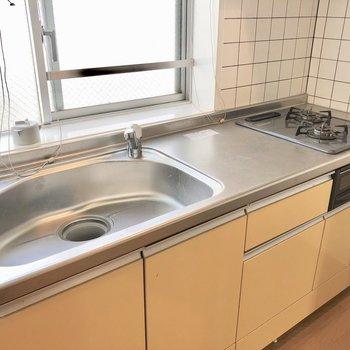 コンロ、調理スペースも広めです※写真はクリーニング前のものです