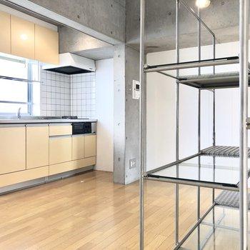 【DK】クリーム色のキッチンが優しさをプラスしてくれています