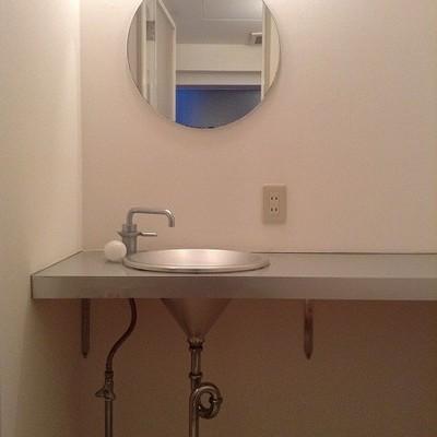 トイレに洗面台 ※写真は別部屋です
