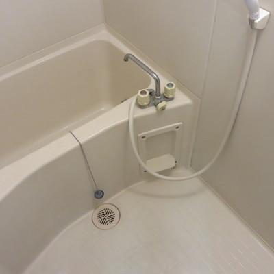 コンパクトな浴室※写真は別部屋