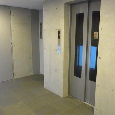 エレベーターで8階へ。