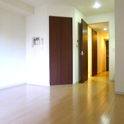 斜めを向いた扉がこの部屋のポイントです。※写真は別室