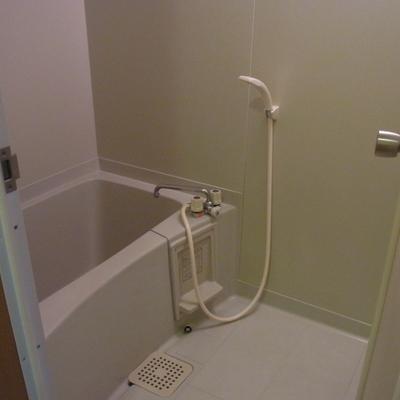 お風呂はシンプル ※写真は別部屋