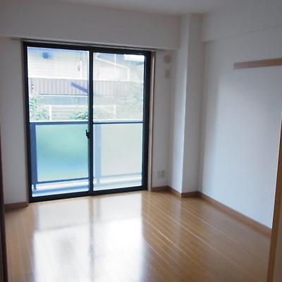 6帖の個室 ※写真は別部屋