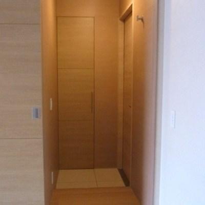 玄関は温かいかんじです※写真は別室です