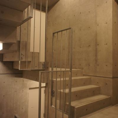 共有の中階段