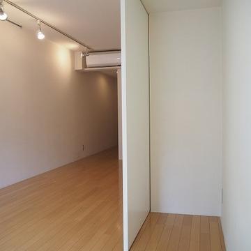 クローゼットをあけるとこんな空間ができます。※前回募集時の写真です