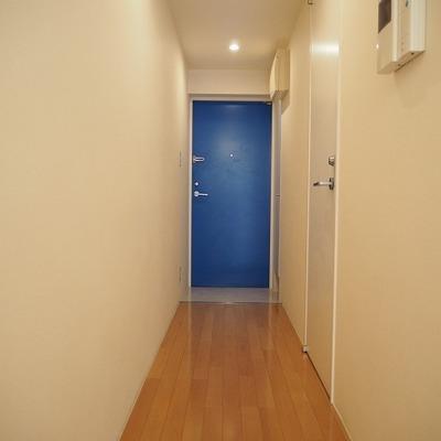 青い扉のアクセント※前回募集時の写真です