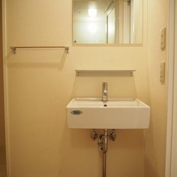 洗面台はシンプルに※前回募集時の写真です