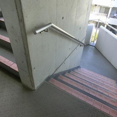 4階まで階段です