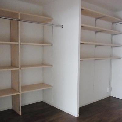 2種類の収納棚※写真は別部屋です