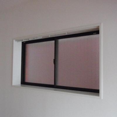リビングの窓※写真は別部屋です