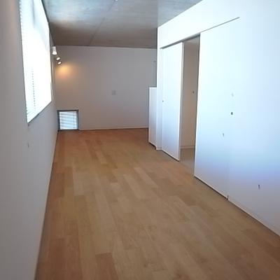 キッチンの前のスペース。ここがダイニングかな?
