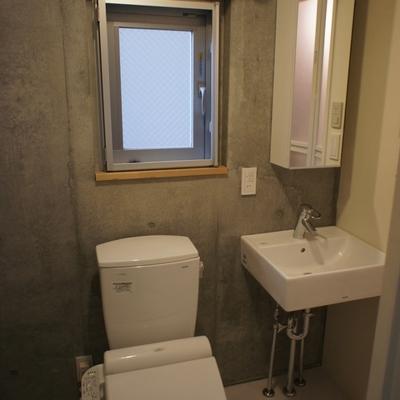 トイレと洗面台が同室。
