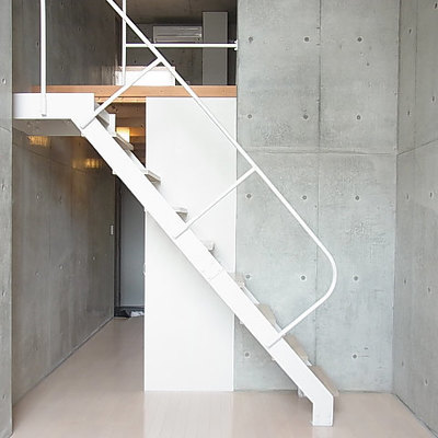 階段はちょっと心もとない