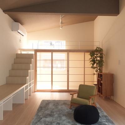 緑を置くと、木材と相まってよりいい空間に。