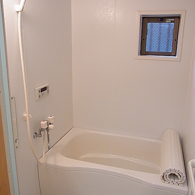 お風呂も清潔感あり。