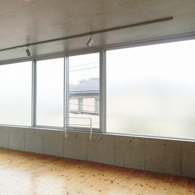 広がる窓 【※写真は別部屋です】