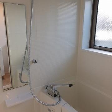 お風呂にも窓がありますよ~!