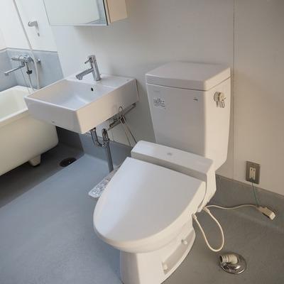 トイレと洗面台です。※写真は前回募集時のものです