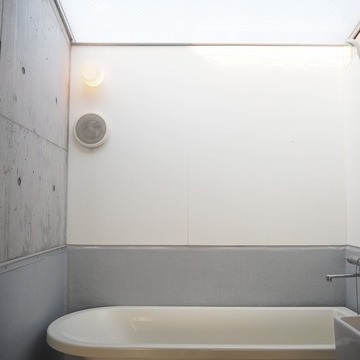 浴槽の上には天窓※写真は前回募集時のものです