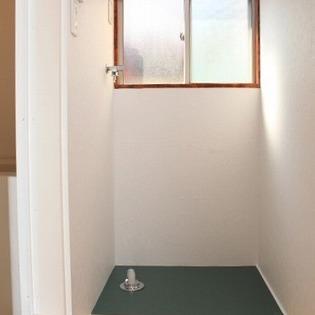1階奥にお風呂など固まっています。室内洗濯機置き場あり!
