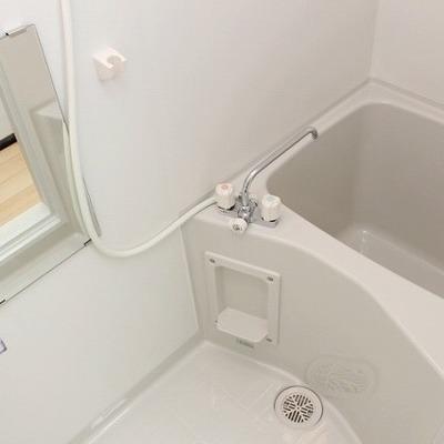 お風呂はかなりコンパクト!