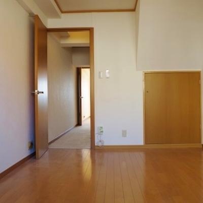 【洋室1】階段横のお部屋です※写真は前回募集時のものです