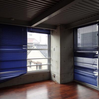 もう一室は2面採光※ブラインドは残置物です