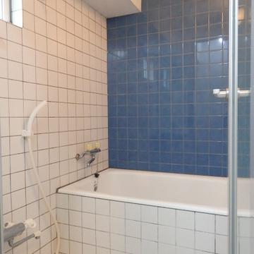 タイルのかわいいお風呂。浴室乾燥機付いています!