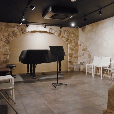 地下スタジオ。