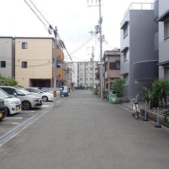 【周辺環境】あたりはまさに住宅街!